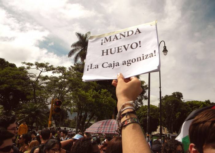 """""""Come on! The Caja is agonizing!"""" reads a sign at a local Costa Rican protest, in 2012. Photo by Fernando, http://bit.ly/1DIpkxs"""